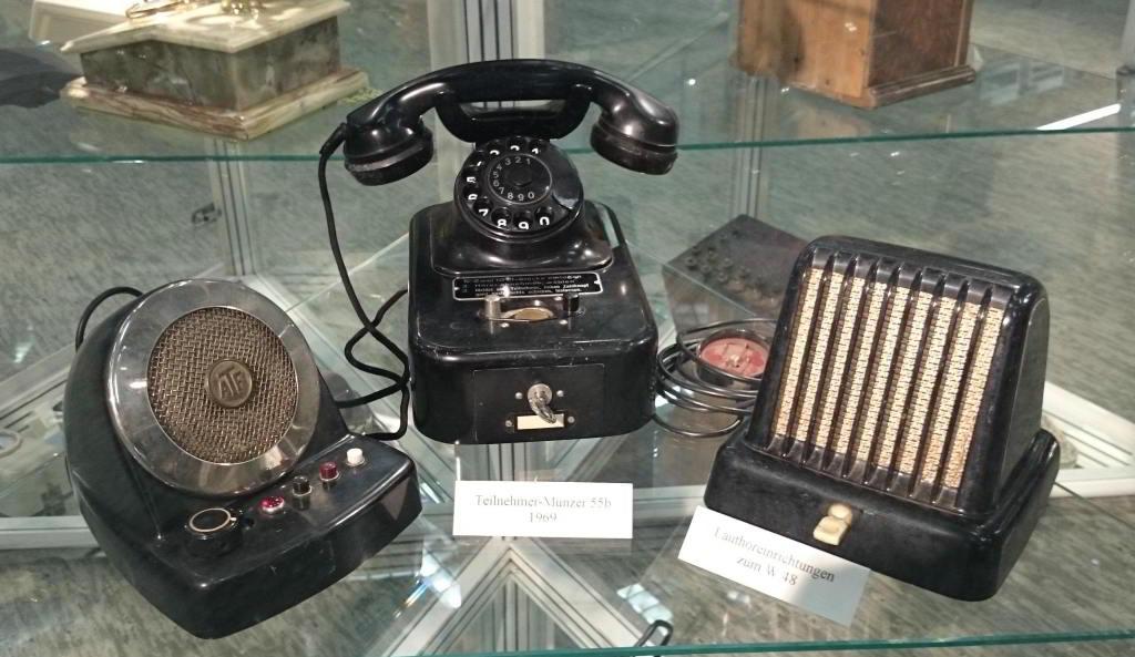Geräte aus dem vorigen Jahrhundert: Lauthöreinrichtungen und Münztelefone