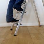 Beine auf Leiter