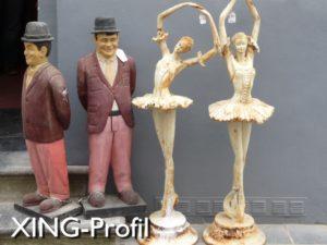 4 Figuren auf dem Trödelmarkt in Brügge